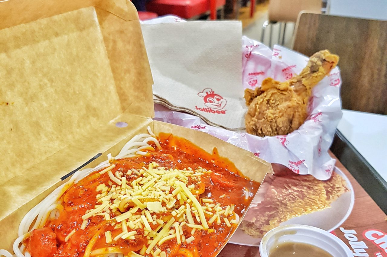 Iconic @jollibee Spaghetti and Gravy Chicken