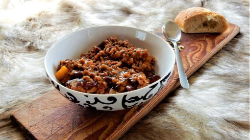 chili-con-carne-food-warm-bread-tasty-delicious-homemade-loaf-beans